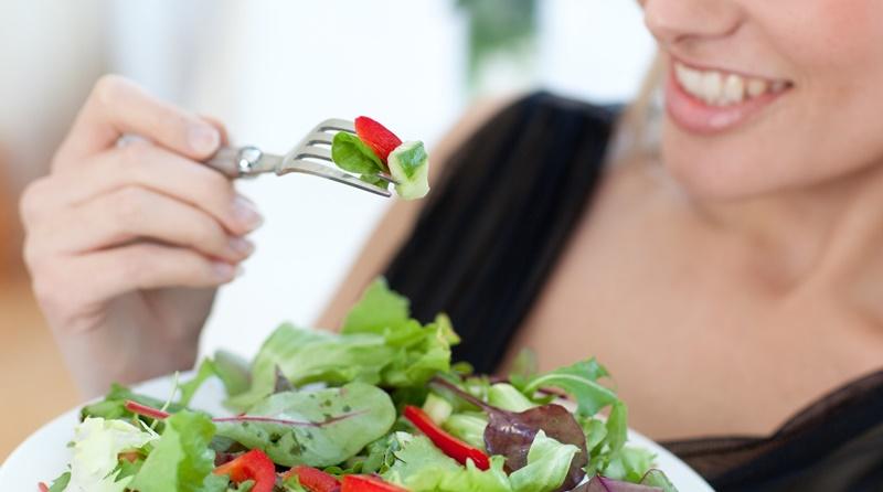 Ăn nhiều rau xanh để da được cấp ẩm đầy đủ