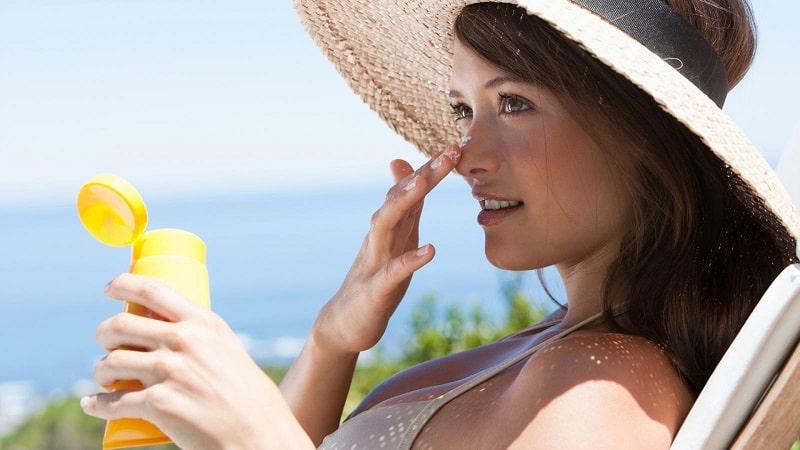 Tránh tiếp xúc với ánh nắng ngay khi sử dụng sản phẩm này vì dễ bị bắt nắng
