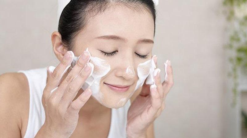Vệ sinh da hằng ngày bằng sữa rửa mặt sẽ ngăn ngừa mụn hiệu quả