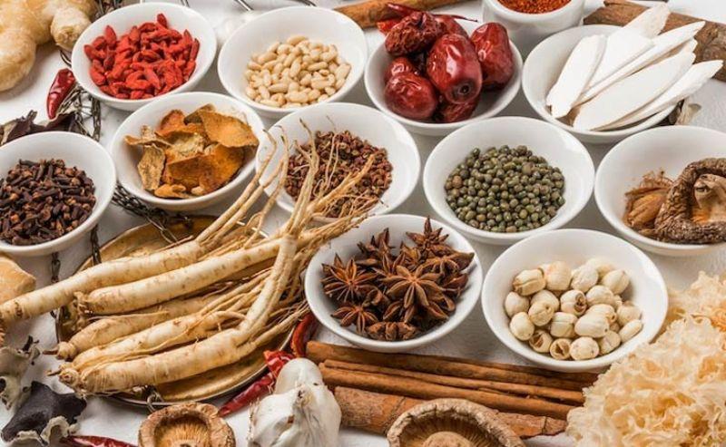 Áp dụng một số bài thuốc Đông y điều trị hiệu quả tại nhà
