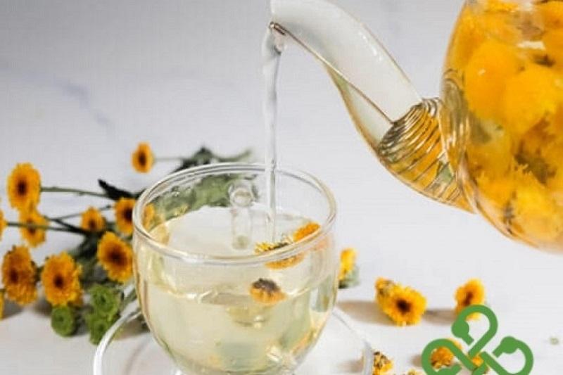 Trà hoa cúc có tác dụng cải thiện triệu chứng nổi mẩn ngứa trên da