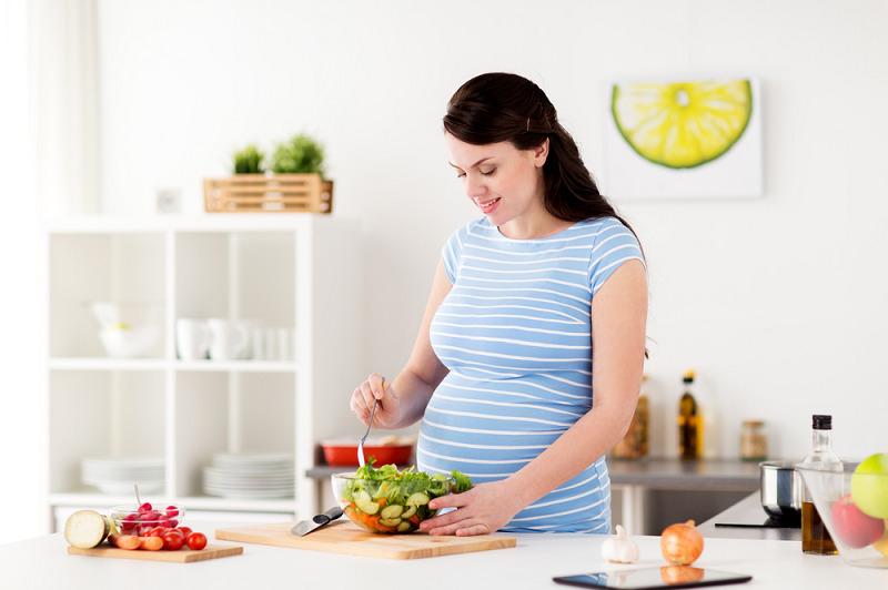 Mẹ bầu cần chú ý chế độ dinh dưỡng khi mang thai