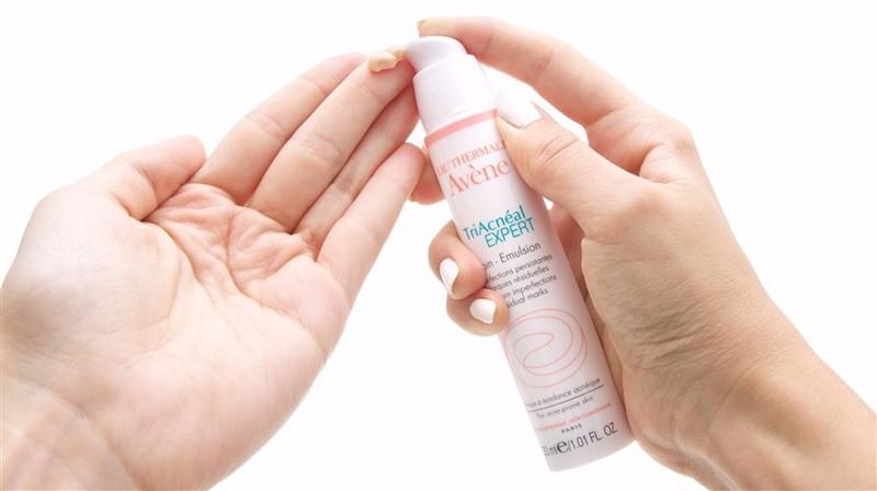 Kem bôi Avene Cleanance Expert giúp điều trị mụn cám và mụn đầu đen hiệu quả