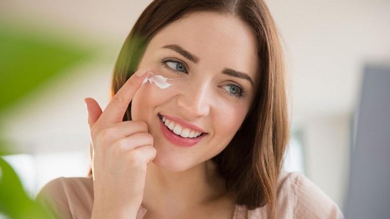 Sử dụng sản phẩm trị mụn đầu đen phù hợp với da sẽ tăng khả năng khỏi mụn