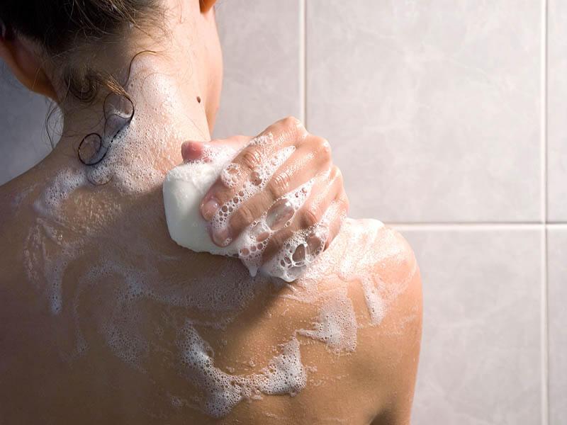 Tìm sữa tắm viêm da cơ địa cần thận trọng