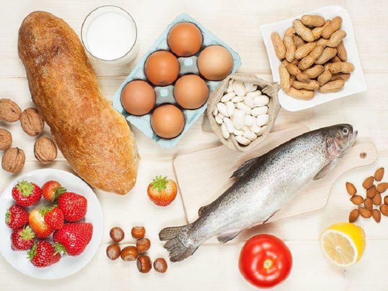 Trẻ bị viêm da cơ địa kiêng ăn gì? Các thực phẩm dễ gây kích ứng