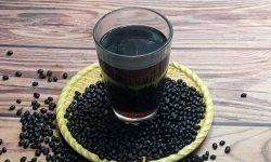 Rượu ngâm đậu đen giúp giảm ngứa rất tốt