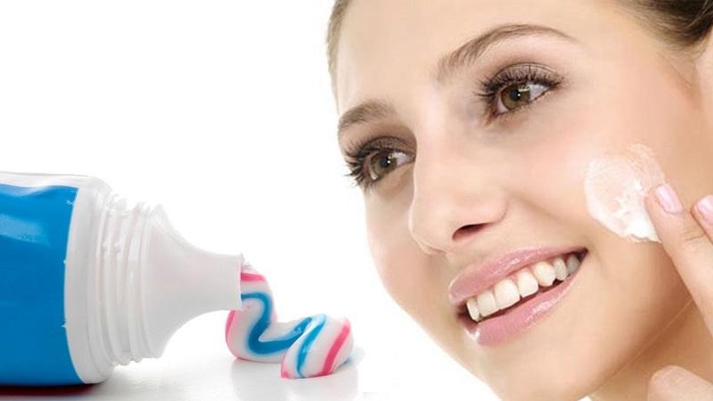 Kem đánh răng sẽ giúp mụn bọc hoặc mụn sưng đỏ xẹp dần kích thước, se cồi mụn
