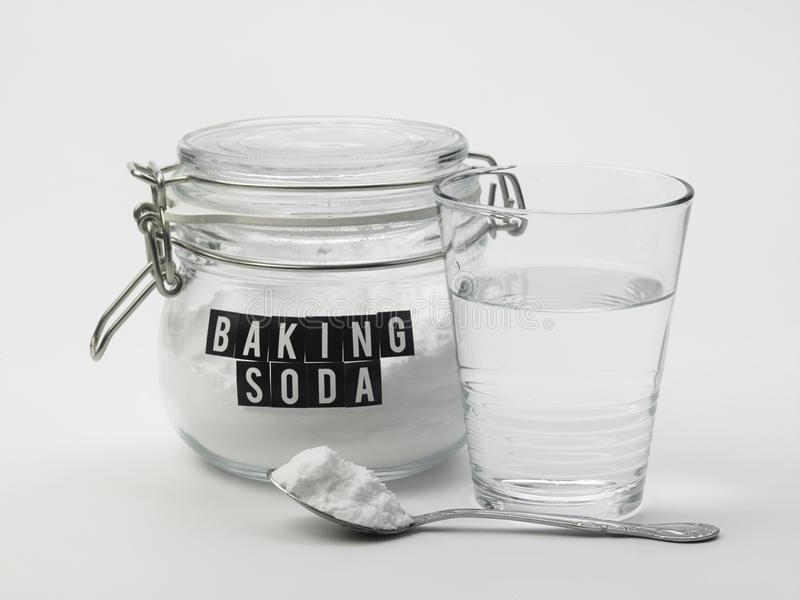 Baking soda là cách trị mụn tuổi dậy thì nam rất hữu hiệu