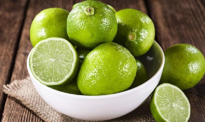Trong chanh có chứa nhiều vitamin C, đây là hoạt chất là tác dụng làm trắng da rất tốt