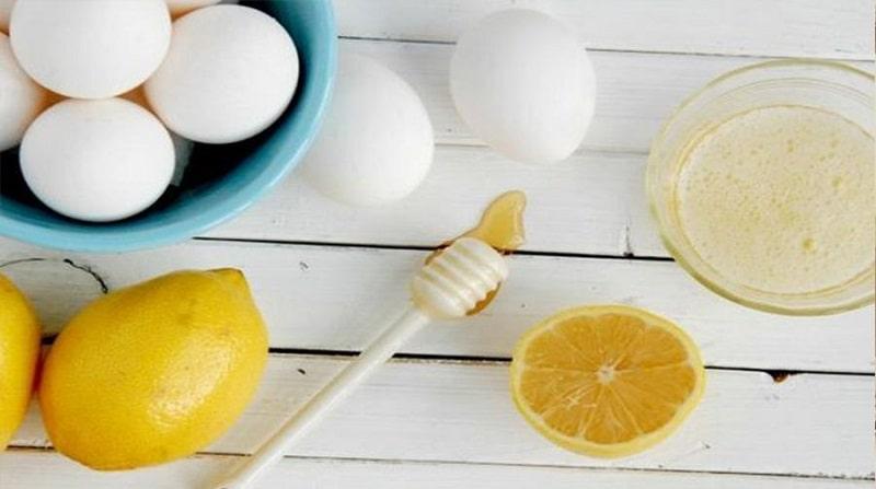 Lòng trắng trứng gà thường được kết hợp cùng với mật ong để cải thiện tông da
