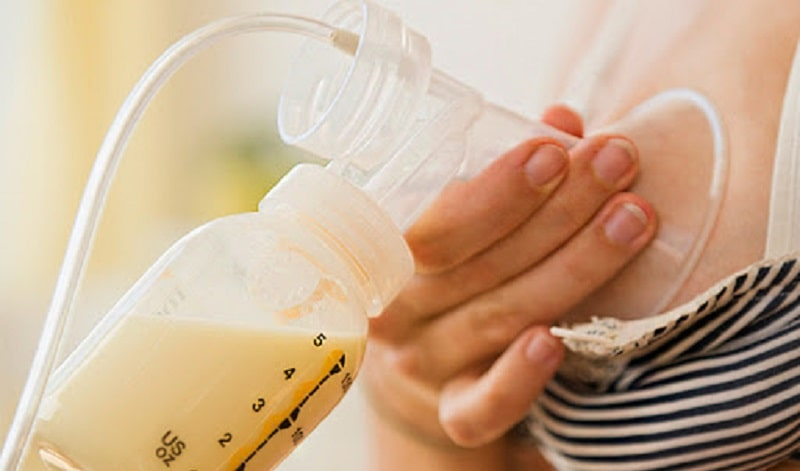 Trong sữa mẹ có chứa kháng thể tự nhiên, giúp chống lại vi khuẩn xâm nhập