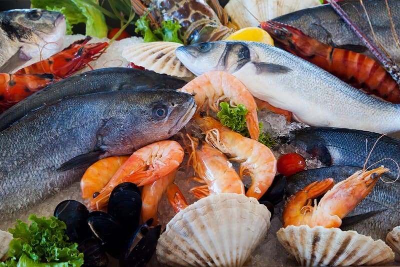 Viêm da cơ địa kiêng ăn gì? Tránh các loại hải sản