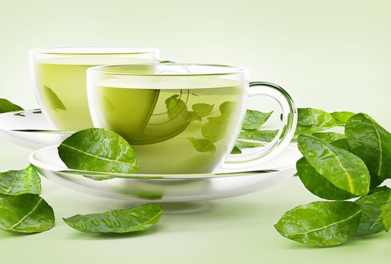 Lá trà xanh giúp giảm thiểu lượng bã nhờn và dầu thừa trên da