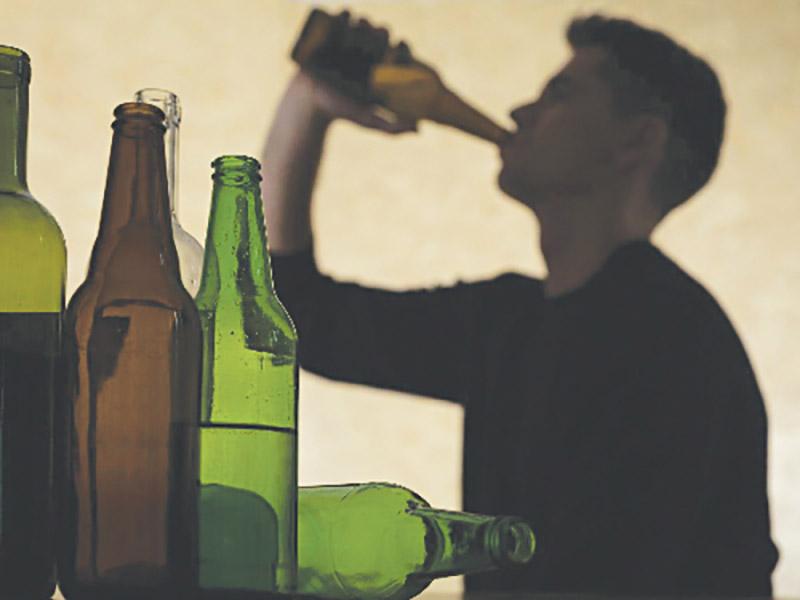 Uống nhiều rượu bia, lạm dùng chất kích thích gây tác động đến hệ thần kinh