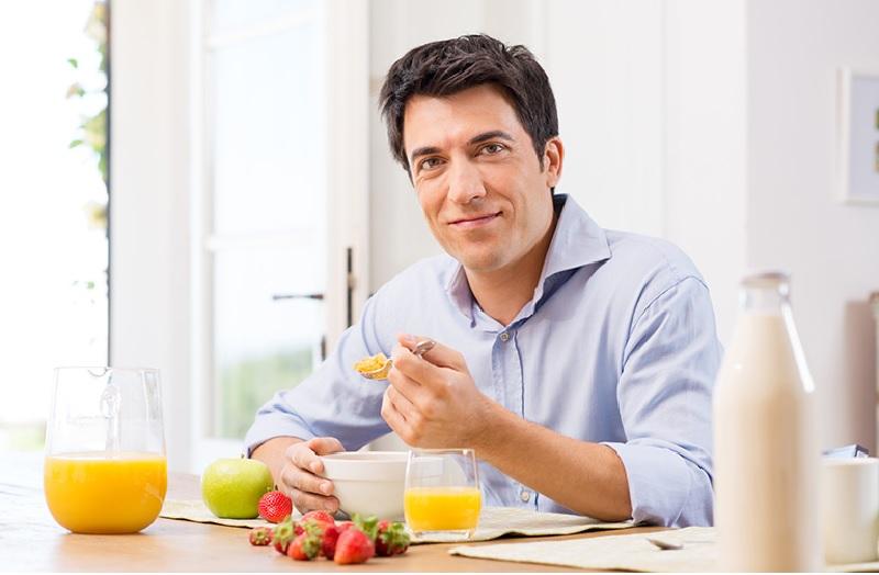 Việc điều trị cần phối hợp với chế độ dinh dưỡng, nghỉ ngơi và làm việc khoa học, hợp lý