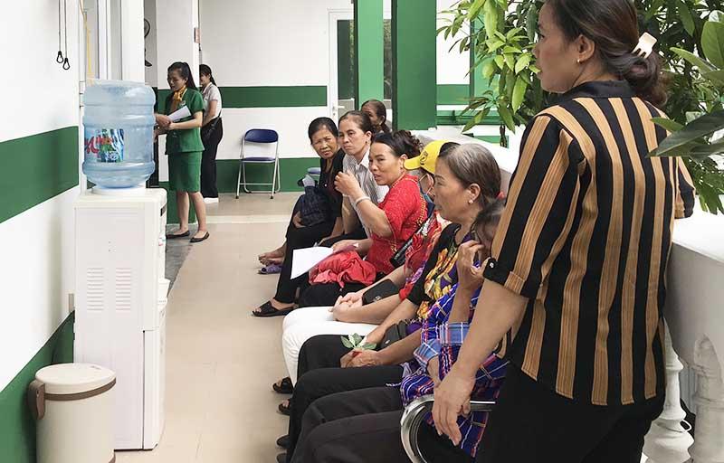 Bệnh nhân đến khám chữa bệnh tại Bệnh viện Tai Mũi Họng Quân dân 102