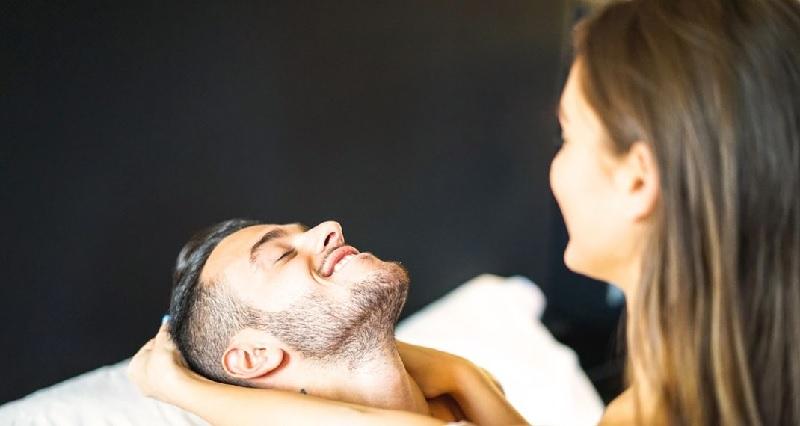 Hỗ trợ để chồng tự tin lấy lại phong độ trong chuyện chăn gối