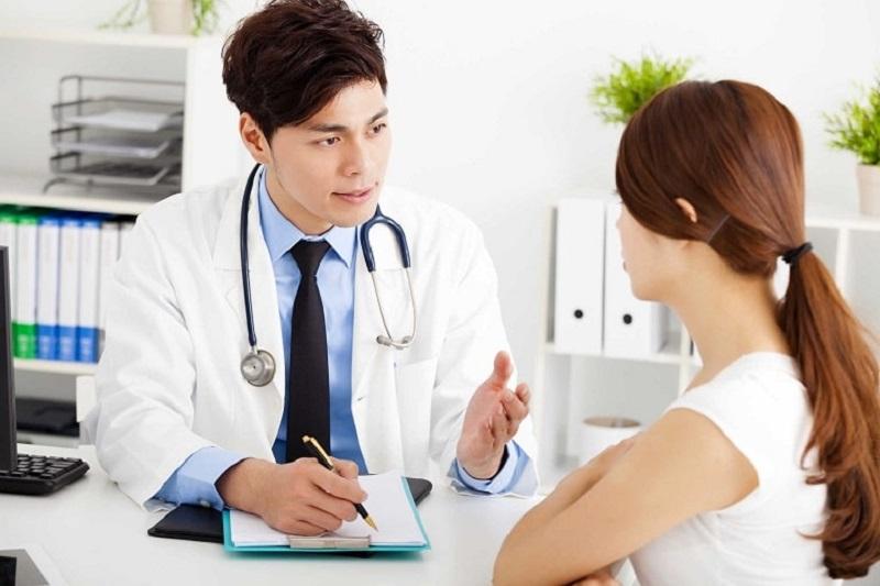 Bệnh nhân nên sớm đến các cơ sở chuyên khoa để thăm khám tình trạng mụn bọc ở mũi