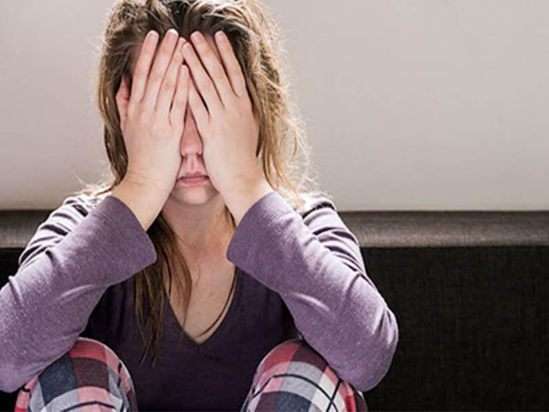 Rối loạn hormone và căng thẳng kéo dài có thể là nguyên nhân gây bệnh