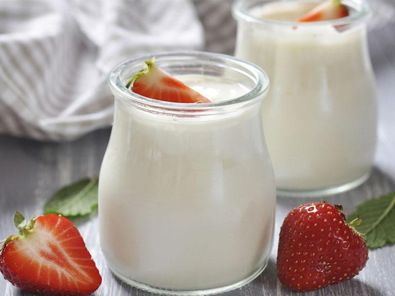 Sữa chua là nguyên liệu quen thuộc trong việc làm đẹp da