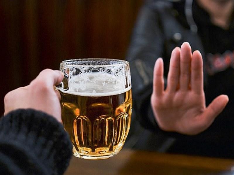 Rối loạn cương dương nên kiêng uống rượu, bia, sử dụng chất kích thích