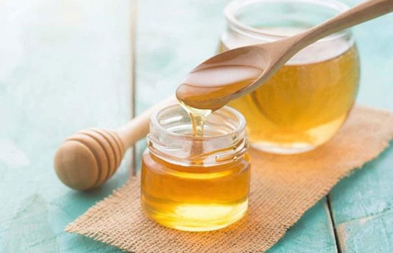 Riêng đối với da, mật ong giúp giảm nguy cơ bị nhiễm khuẩn và giúp da trắng sáng hơn
