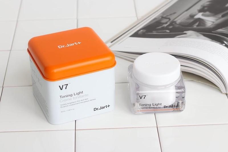 Kem dưỡng Dr.Jart+ V7 Toning Light giúp da luôn khỏe mạnh, căng bóng