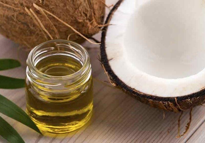 Dầu dừa giúp ức chế hiệu quả các sắc tố melanin gây nên nám và tàn nhang