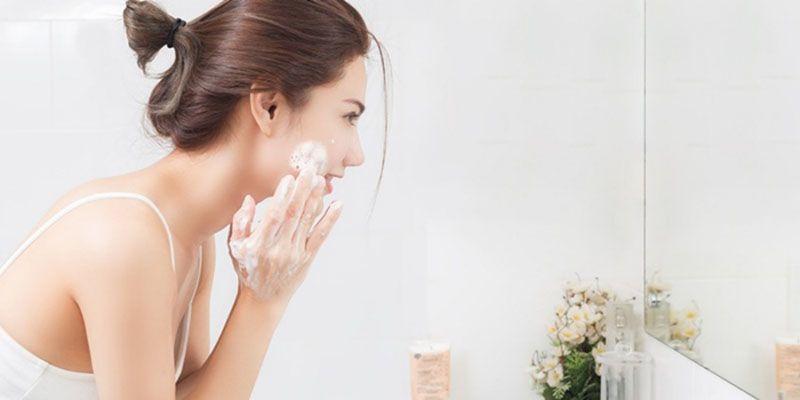 Sau 7 ngày điều trị, bạn đã có thể sử dụng các loại sữa rửa mặt để làm sạch da