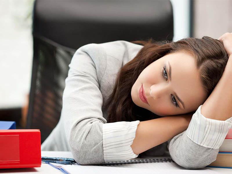 Hiện tượng vừa hết kinh lại ra máu có thể khiến phụ nữ mệt mỏi và lo lắng