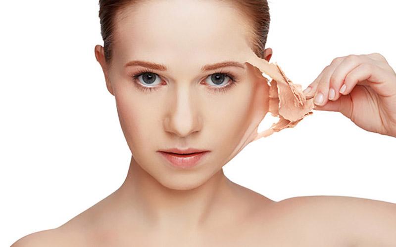 Tẩy da là một cách trị da đồi mồi hiệu quả, nhưng không phù hợp với những người có làn da nhạy cảm