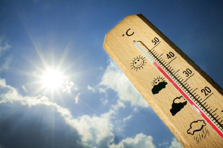 Thời tiết quá nóng là một trong những nguyên nhân gây ra nổi mề đay mẩn ngứa vào mùa hè