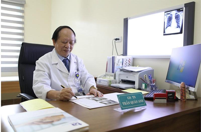 Giáo sư. Tiến sĩ Trần Quán Anh luôn tận tâm hết lòng vì bệnh nhân