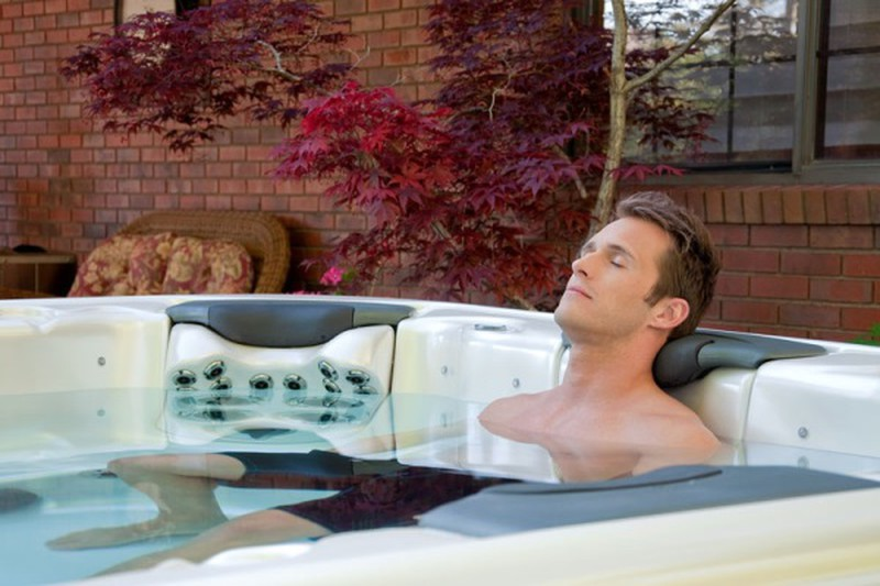 Siết tinh hoàn khi tắm nước nóng đem lại hiệu quả cao