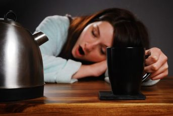 Nói lời tạm biệt với các chất kích thích gây mất ngủ