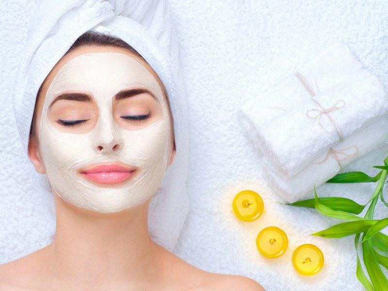 Đắp mặt nạ cũng là phương pháp cải thiện da sạm màu hiệu quả lại an toàn ít gây kích ứng da