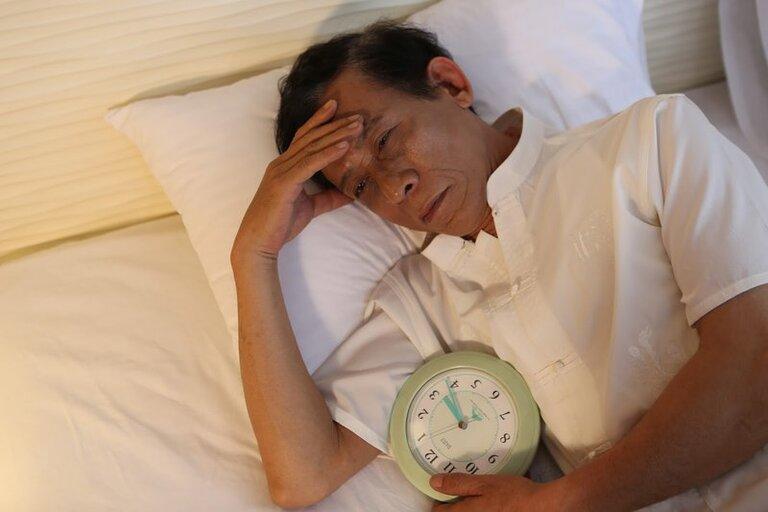 Một số bệnh mãn tính cũng là nguyên nhân gây mất ngủ ở người lớn tuổi