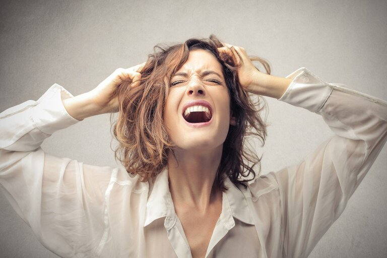 Mất ngủ tiền mãn kinh khiến người bệnh cáu gắt, mệt mỏi