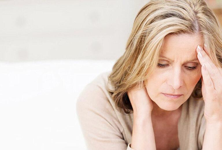 Phụ nữ trung niên phải đối mặt với tình trạng mất ngủ tiền mãn kinh