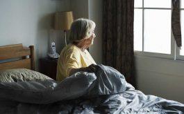 Mất ngủ tuổi trung niên gặp nhiều ở phụ nữ, khiến người bệnh mệt mỏi, suy nhược