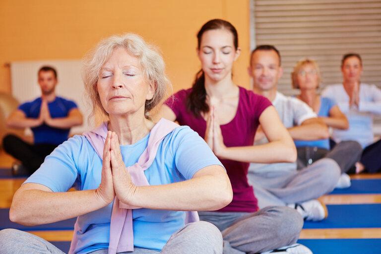Các môn thể dục, thể thao nhẹ nhàng giúp trị liệu chứng mất ngủ cho người trong độ tuổi trung niên