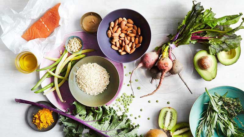 Chế độ ăn uống hợp lý giúp đẩy lùi mụn