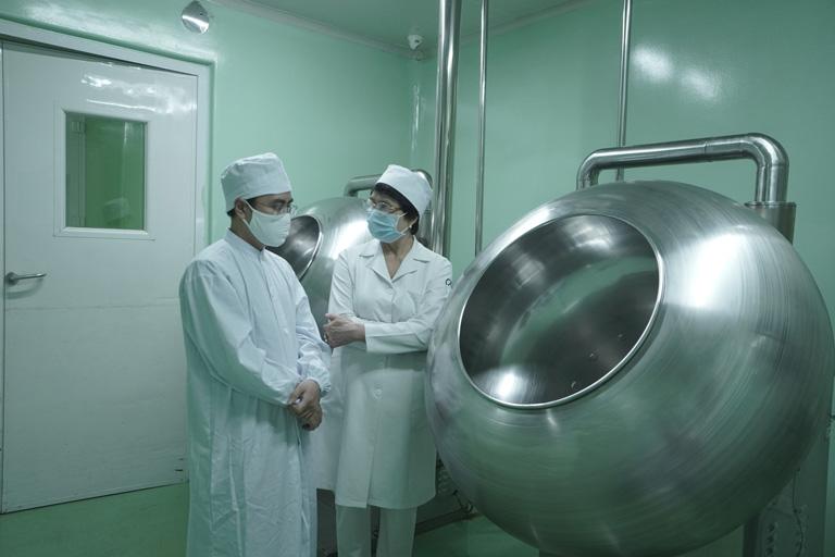 Bộ sản phẩm Mụn trứng cá Hoàn Nguyên luôn được sản xuất dưới sự giám sát cẩn thận của các chuyên gia da liễu và kỹ thuật viên