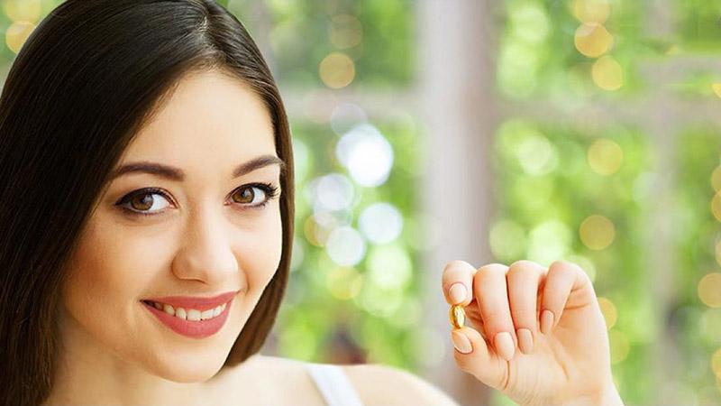 Bổ sung vitamin tổng hợp là cách khắc phục da mặt bị sạm nắng khá an toàn