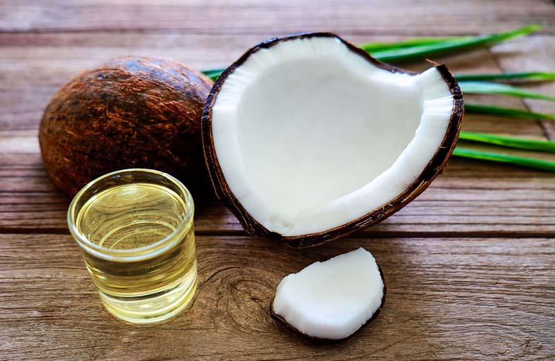 Dầu dừa vừa có khả năng làm mờ nám vừa giúp dưỡng ẩm cho da