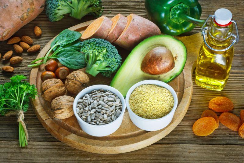 Vitamin E cũng giúp cải thiện sắc tố da