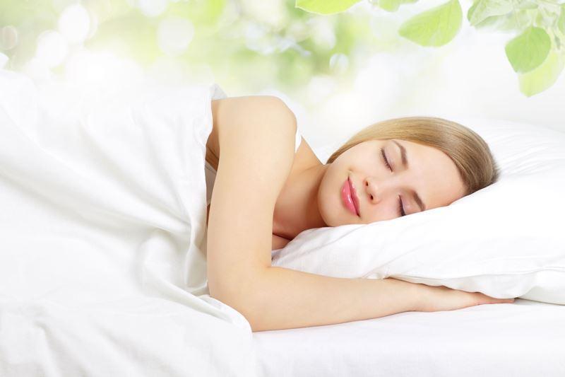 Ngủ sâu giấc cũng sẽ giúp cải thiện melanin trên da