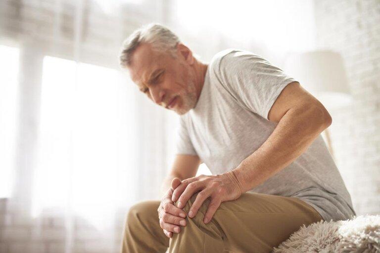 Đau nhức xương khớp dẫn đến mất ngủ, trằn trọc cả đêm