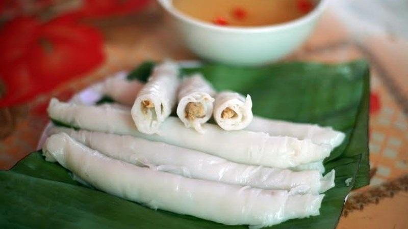 Người bị đau dạ dày chỉ nên ăn bánh cuốn vào buổi trưa hoặc chiều